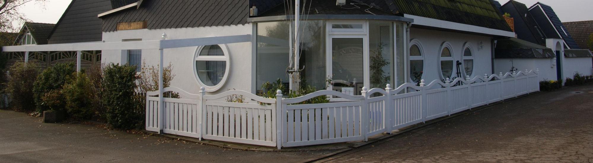 Verhandlungsbasis: Einmalige Gelegenheit mit Meerblick - 1 Haus mit 3 Wohnungen